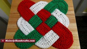 Christmas Crochet Hot Pad - Celtic Knot Design Hot Pad - Holiday Trivet - Red White Green Decor Mainely Handcrafts 2